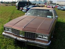 MOSKWA ROSJA, Lipiec, - 15, 2008: Oldsmobile delty 88 wystawy ` Autoexotic 2008 ` Zdjęcia Royalty Free