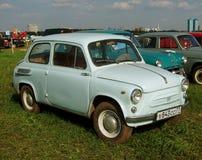 MOSKWA ROSJA, Lipiec, - 15, 2008: rocznika ` Zaporozhets ZAZ 968 sowieckiego samochodowego ` ` Autoexotic powystawowy 2008 ` Obraz Stock