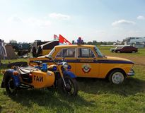 MOSKWA ROSJA, Lipiec, - 15, 2008: Samochodu policyjnego i roweru ` Autoexotic powystawowy 2008 ` Fotografia Stock