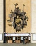 Moskwa Rosja, Listopad, - 2 2017 Musicalu zegar na fasadowym Obraztsov kukiełkowym teatrze na Malaya Sukharevskaya Fotografia Stock