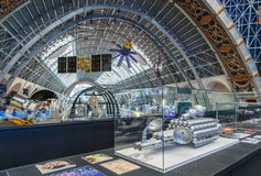 Moskwa Rosja, Listopad, - 28, 2018: Wewnętrzna wystawa w Astronautycznym pawilonie przy VDNH Nowożytny muzeum rosyjski kosmos zdjęcia royalty free