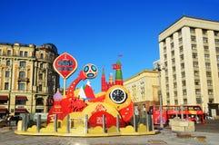 Moskwa, Rosja, Listopad, 22, 2016 Zegarka odliczanie światowa Futbolowa filiżanka w 2018 przy Manege kwadratem w Moskwa Obrazy Stock