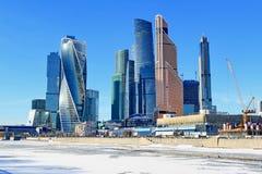 Moskwa Rosja, Luty, - 14, 2019: Expocenter i Moskwa centrum biznesu Międzynarodowy miasto podczas zimy przyprawiamy zdjęcia royalty free