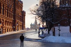Moskwa Rosja, Luty, - 01, 2018: Kremlevskiy podjazd w placu czerwonym w Moskwa Widok od Manezhnaya kwadrata Zdjęcia Royalty Free