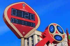 Moskwa Rosja, Luty, - 14, 2018: Odliczanie zegar przed zaczynać mistrzostwa FIFA puchar świata Rosja 2018 na Manezhnaya Zdjęcia Royalty Free
