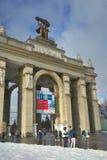 MOSKWA ROSJA, Luty, - 14, 2017: Propylaea jest środkowym bramy wejściem w VDHKh terenie w Moskwa zdjęcie royalty free
