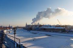 Moskwa Rosja, Luty, - 01, 2018: Widoki Moskva rzeka od Bol ` Kamennyy shoy mosta moscow zima Fotografia Royalty Free