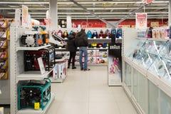 Moskwa Rosja, Luty, - 02 2016 Wnętrze Eldorado jest wielkimi sieciami domów towarowych sprzedaje elektronika Obrazy Royalty Free