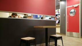 Moskwa Rosja, Luty, - 08, 2017: wnętrze KFC restauracja Pizza Hut kawiarnia w centrum miasta i Zdjęcie Stock