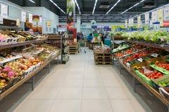 Moskwa Rosja, Luty, - 02, 2015 Wnętrze wielcy sklep sieci produkty Perekrestok Fotografia Stock