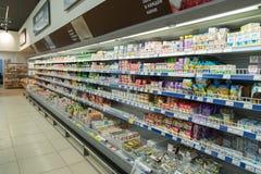 Moskwa Rosja, Luty, - 02, 2015 Wnętrze wielcy sklep sieci produkty Perekrestok Zdjęcie Royalty Free