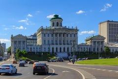 Moskwa Rosja, Maj, - 27, 2018: Pashkov dom na Vozdvizhenka ulicie Widok od Manezhnaya ulicy w pogodnym wieczór Obraz Royalty Free