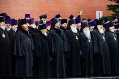 MOSKWA ROSJA, MAJ, - 08, 2017: Patriarcha WYSOCY duchowieństwa rosyjski kościół prawosławny i kłaść a zdjęcia royalty free