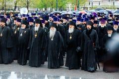 MOSKWA ROSJA, MAJ, - 08, 2017: Patriarcha WYSOCY duchowieństwa rosyjski kościół prawosławny kłaść i obrazy royalty free
