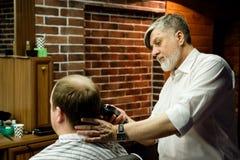 MOSKWA ROSJA, MAJ, - 24, 2018: Rosyjski fryzjer męski Sergei Urazov Fotografia Royalty Free
