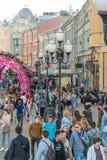 Moskwa Rosja, Maj, - 18, 2016 Stara Arbat ulica - zwyczajna turystyczna ulica w centrum miasta Obrazy Stock
