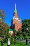 Moskwa Rosja, Maj, - 27, 2018: Troitskaya wierza Moskwa Kremlin na niebieskiego nieba tle w pogodnym wieczór Zdjęcia Stock