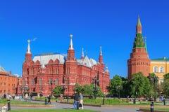 Moskwa Rosja, Maj, - 27, 2018: Twierdzi Dziejowego muzeum i Uglovaya arsenału ` naya wierza Moskwa Kremlin Widok od Manezhnaya sq Zdjęcie Stock