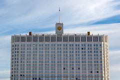 Moskwa Rosja, Marzec, - 25, 2018: Budynek federacja rosyjska rzędu dom na niebieskiego nieba tle Zdjęcie Royalty Free