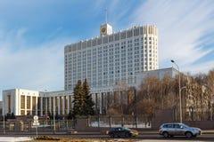 Moskwa Rosja, Marzec, - 25, 2018: Budynek federacja rosyjska rzędu dom przeciw niebieskiemu niebu Zdjęcia Royalty Free