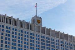 Moskwa Rosja, Marzec, - 25, 2018: Budynek federacja rosyjska rzędu dom przeciw niebieskiemu niebu Obraz Royalty Free