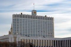 Moskwa Rosja, Marzec, - 25, 2018: Federacja Rosyjska rzędu dom na pogodnym wiosna dniu Zdjęcia Stock