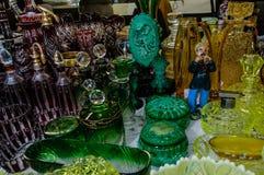 Moskwa Rosja, Marzec, - 19, 2017: Figurka odlewnik węże bawić się na drymbie zrobił otacza kolorowym glassware obrazy stock