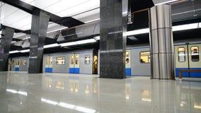 Moskwa Rosja, Marzec, - 17 2018 pociąg przyjeżdża staci metru Petrovsky park zbiory