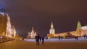 Moskwa Rosja, Marzec, - 21, 2019: Widok z światłami plac czerwony, St basila katedrą i Spasskaya wierza, zbiory wideo