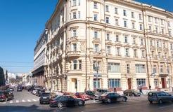 Moskwa, Rosja - 09 21 2015 Ministerstwo sytuacje awaryjne Poprzedni mieszkanie dom Moskwa handlarza społeczeństwo Budowa Obrazy Royalty Free