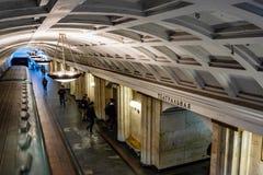Moskwa, Rosja może 26, 2019 Teatralnaya stacji metrych lokalizuje w sercu miasto blisko placu czerwonego sławny fotografia royalty free