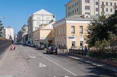 Moskwa, Rosja - 09 21 2015 Ogólny widok uliczny Znamenka w centrum miasta Fotografia Stock