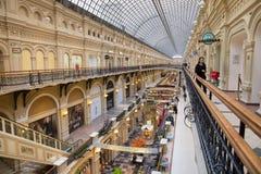 MOSKWA ROSJA, PAŹDZIERNIK, - 06, 2016: Eklektyczny wnętrze GUMOWY departamentu stanu sklep na placu czerwonym Obrazy Royalty Free