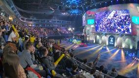 MOSKWA ROSJA, PAŹDZIERNIK, - 27 2018: EPICENTRUM kontuaru strajk: Globalny Obrażający esports wydarzenie Fan na trybun rozweselać zbiory wideo
