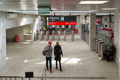 Moskwa Rosja, Październik, - 01 2016 Kołowroty przy wejściem stacjonować Shepeliha Moskwa centrali pierścionek metro Zdjęcie Royalty Free
