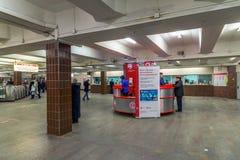 MOSKWA, ROSJA -24 03 2016 Przyjęcie informacja w lobby metro Komsomolskaya Obrazy Royalty Free