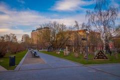 MOSKWA ROSJA, SIERPIEŃ, - 02, 2008: Plenerowy widok MUZEON park sztuki poprzedni dzwonił parka Spadać bohaterzy Zdjęcie Stock