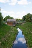MOSKWA ROSJA, SIERPIEŃ, - 23, 2015: rekonstruujący drewniany wiatraczek w Parkowym Kolomenskoye zdjęcie stock