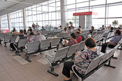 MOSKWA, ROSJA - 15 06 2015 Wnętrze Kursk stacja kolejowa Kupować taborowego bilet przez terminal Zdjęcia Stock