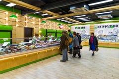 Moskwa Rosja, Wrzesień, - 09 2017 Sprzedaż życzliwi naturalni foods w sklepie w Zelenograd obrazy royalty free
