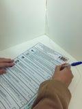 MOSKWA ROSJA, WRZESIEŃ, - 18, 2016: Wyborców głosowania w bucie Fotografia Royalty Free