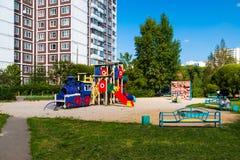 Moskwa Rosja, Wrzesień, - 01 2017 Dziecka ` s boisko w formie lokomotywa Obrazy Royalty Free