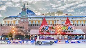MOSKWA, RUSSIA-JANUARY, 2017: jazda na łyżwach lodowisko na placu czerwonym Musc Zdjęcie Royalty Free