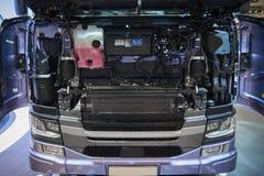 MOSKWA, SEP, 5, 2017: Widok na ciężarówka kapiszonu otwartej kabinowej parowozowej pokrywie dla ciężarowego silnika diesla i cięż Obrazy Stock