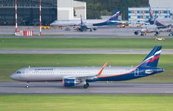 Moskwa, Sheremetyevo lotnisko Rosja, Wrzesień, - 24, 2016: Aeroflot - Rosyjskie linie lotnicze Aerobus A321-211 WL Obraz Stock