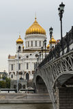 MOSKWA, SIERPIEŃ - 21, 2016: Katedra Chrystus wybawiciel blisko Kremlin na Sierpień 21, 2016 w Moskwa, Rosja Zdjęcia Royalty Free