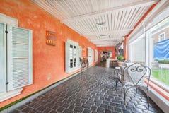 MOSKWA, SIERPIEŃ - 2014: Luksusowa wewnętrzna Śródziemnomorska prętowa restauracja Obrazy Royalty Free