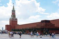 MOSKWA - Sierpień 04, 2016: Moskwa Kremlin kreml nocy Moscow square spasskaya czerwony wieży Fotografia Stock