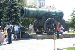 Moskwa Tsar Kremlowscy 1586 działa Andrey Chokhov Mistrzowski upał Lipiec Zdjęcia Stock