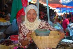Moslemische Frau im Markt Stockbild